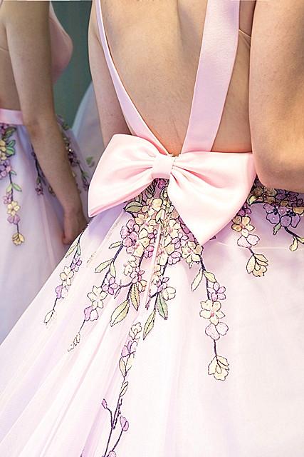 婚紗禮服 女孩最愛!夢幻粉嫩馬卡龍宴客禮服 新娘試穿直擊(上)
